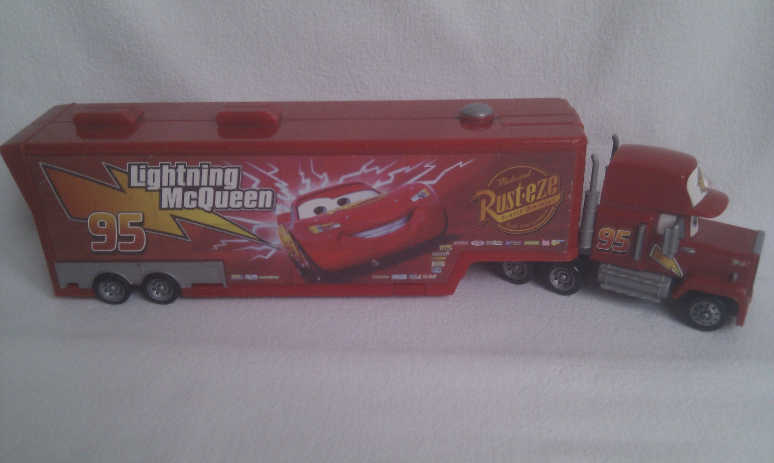 Disney Cars Mack Mac Hauler Truck Rust Eze Lightning